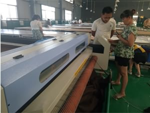 Automatic cutting machine for furniture fabrics